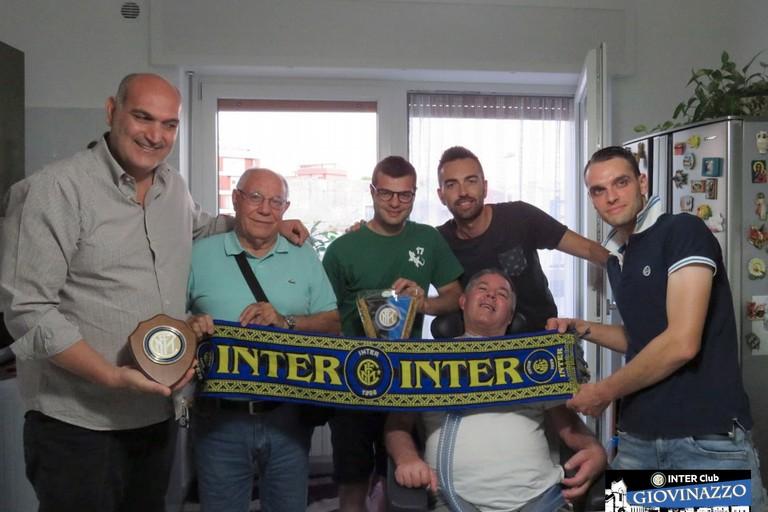 Angelo Depalma con i soci dell'Inter Club Giovinazzo