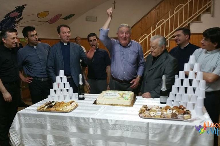 Don Nicola Depalo con il clero giovinazzese (archivio Diocesi). <span>Foto Diocesi Molfetta</span>