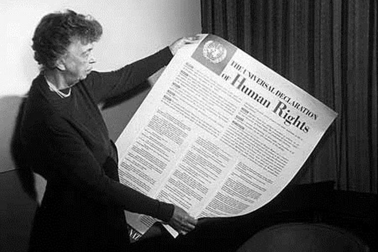 Eleanor Roosvelt con la dichiarazione