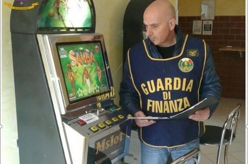 Gioco e scommesse illegali, maxi sequestro della Gdf Puglia