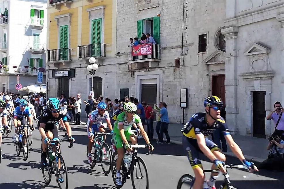 Giro, Izagirre vola a Peschici Visconti 2°, Italia ancora a secco