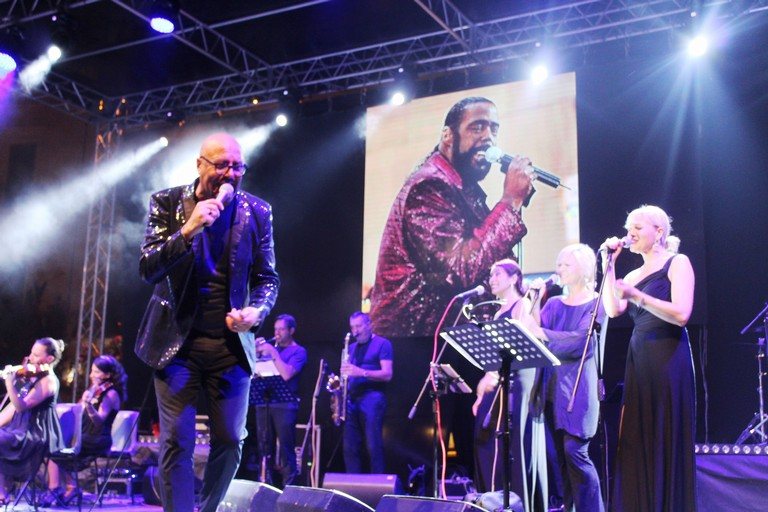Frankie Lovecchio canta Barry White (Foto Gianluca Battista)