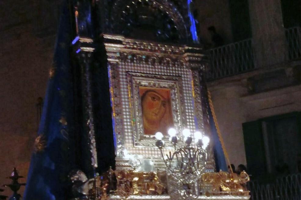 L'icona della Madonna di Corsignano in piazza Costantinopoli. <span>Foto Gabriella Serrone</span>