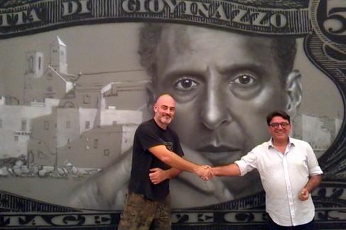 Frankie FK con Nicola De Matteo davanti all'opera