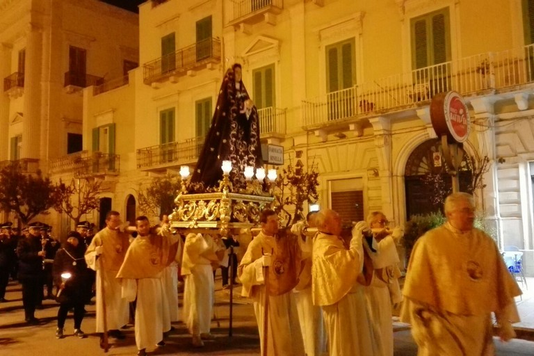 Il passaggio in piazza Vittorio Emanuele II. <span>Foto Giuseppe Dalbis</span>