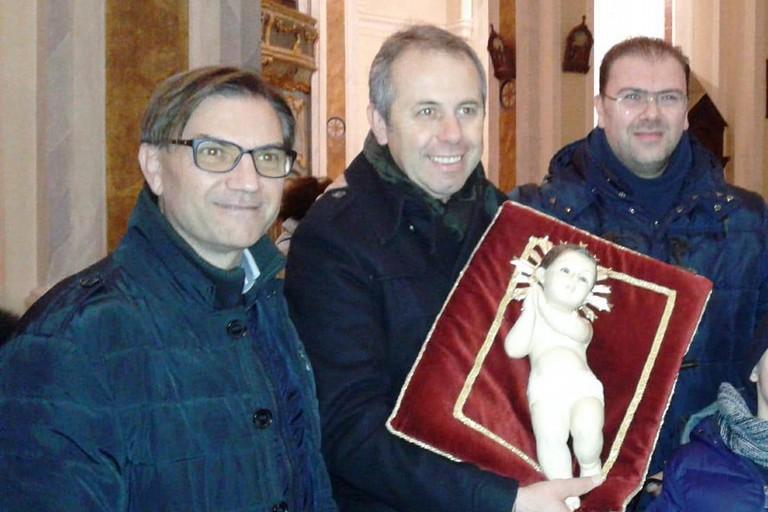 Il Sindaco, don Andrea e Gaetano Dagostino. <span>Foto Gabriella Serrone</span>