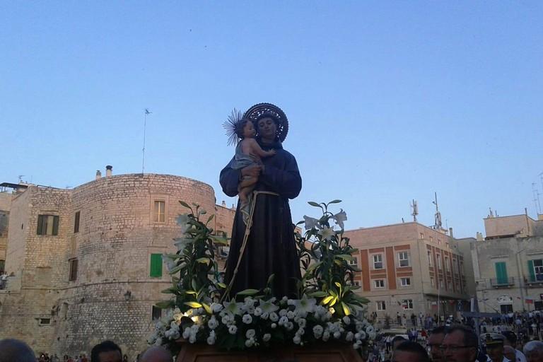 Sant'Antonio di Padova sulla banchina di Ponente. <span>Foto Gabriella Serrone</span>