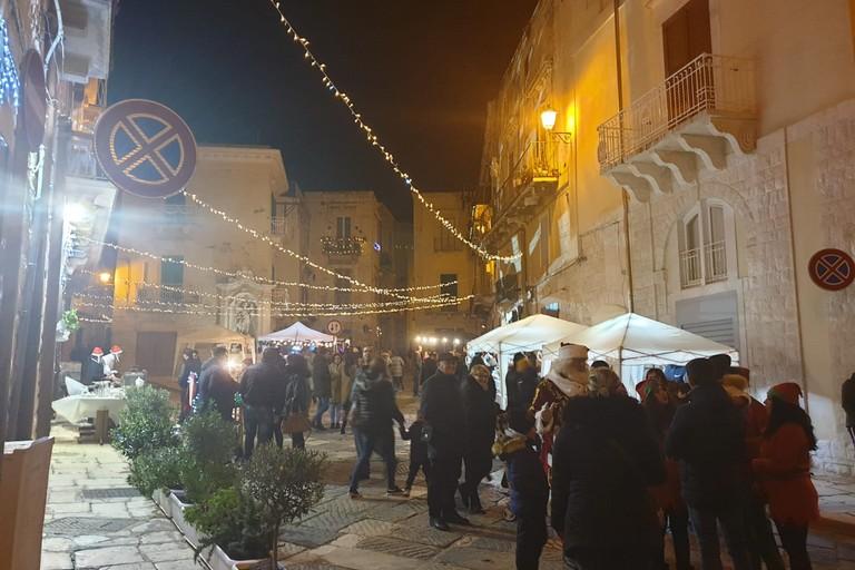 I mercatini di piazza Costantinopoli. <span>Foto Giuseppe Serrone</span>