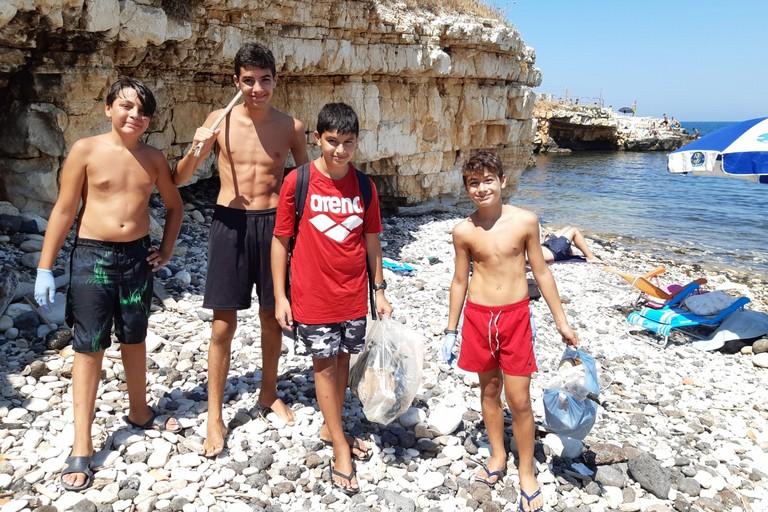 I quattro ragazzi dopo la pulizia. <span>Foto M.A. </span>