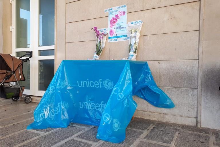 Banchetto Unicef. <span>Foto Giuseppe Depergola</span>