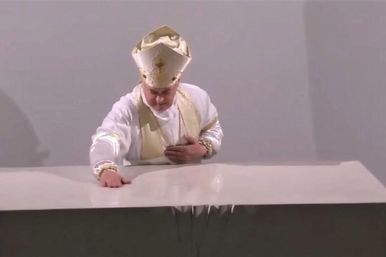 Mons. Cornacchia dedica l'altare