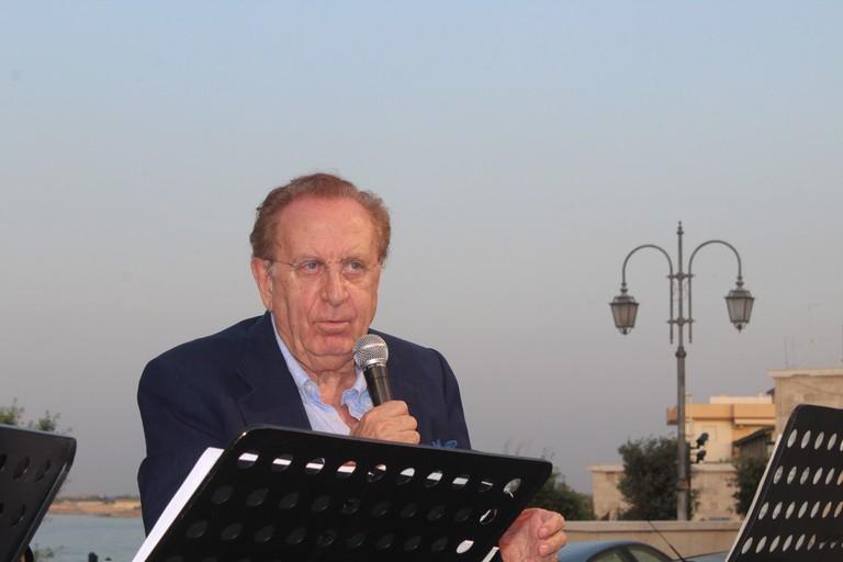 Michele Mirabella in piazza San Salvatore. <span>Foto Gianluca Battista</span>