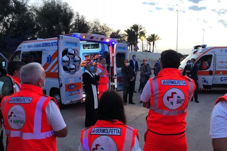 L'inaugurazione e la benedizione dell'ambulanza