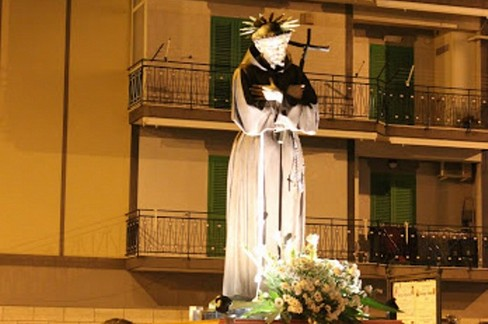 San Francesco in processione. <span>Foto Pino Picciotti</span>