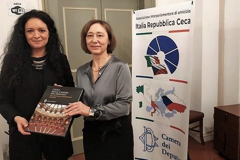 Francesca Galizia con l'Ambasciatrice ceca