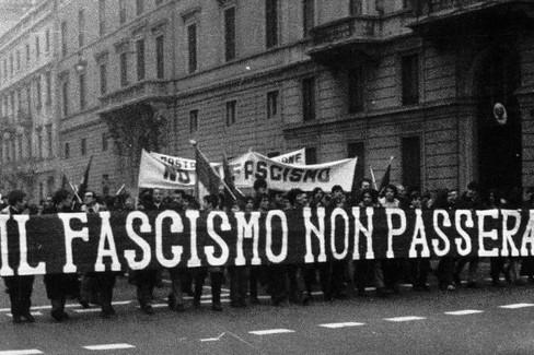 Manifestazione antifascista negli anni '70