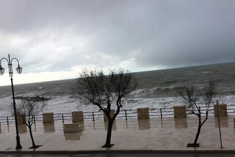 Il mare agitato a Ponente. <span>Foto Marzia Morva</span>