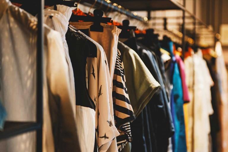 Merce in un negozio di abbigliamento (repertorio)