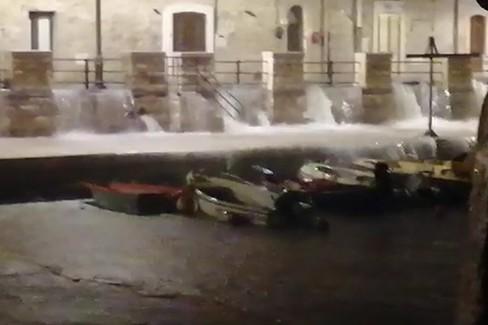 Piogge battenti, l'acqua invade Ponente e cala Porto