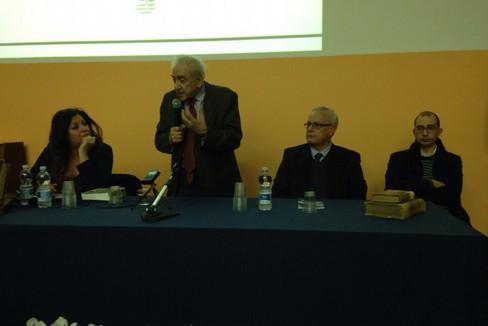 Il prof. Sabatini durante il suo intervento. <span>Foto Marzia Morva</span>