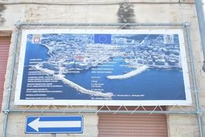 Il cartellone affisso a Levante