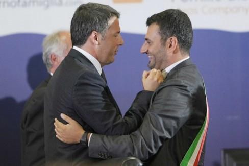 Renzi abbraccia Decaro