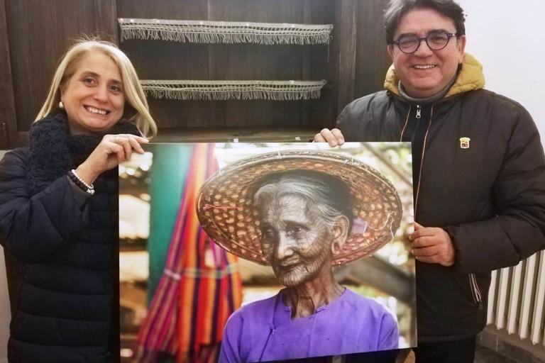 Luciana Trappolino con Nicola De Matteo e le sue donne tatuate