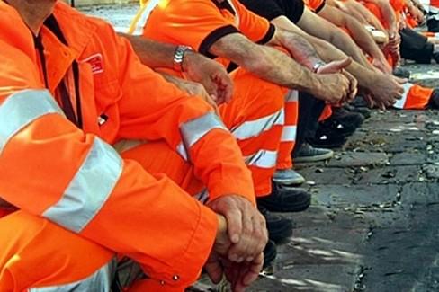 Operatori ecologici senza stipendio da tre mesi