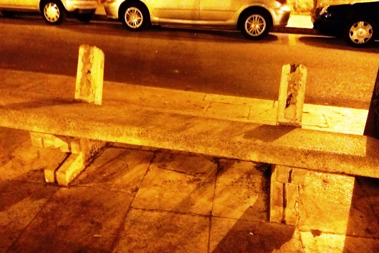 La panchina di piazza Porto. <span>Foto Gianluca Battista</span>