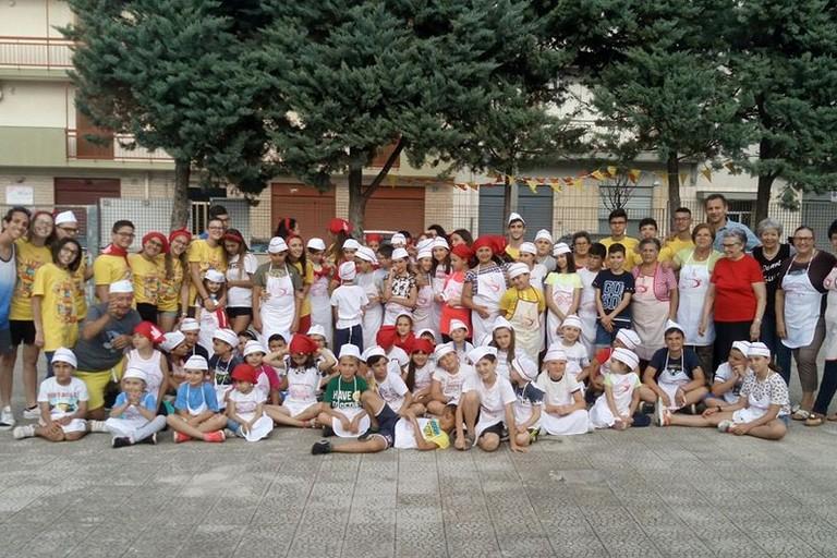 Foto di gruppo nell'oratorio dell'Immacolata. <span>Foto Sagra del Panino della Nonna</span>
