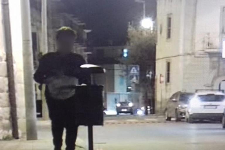 L'ennesimo incivile immortalato dalla Polizia Locale