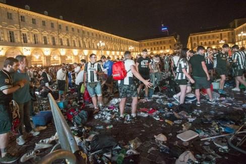 Caos Torino, panico scatenato da una bravata: fermato un ragazzo