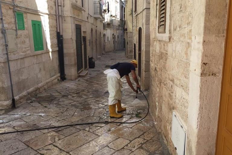Operatori in azione nel centro storico
