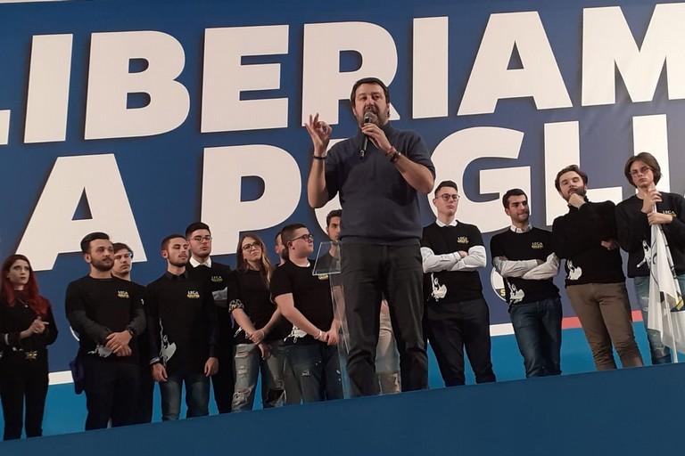 Salvini sul palco barese