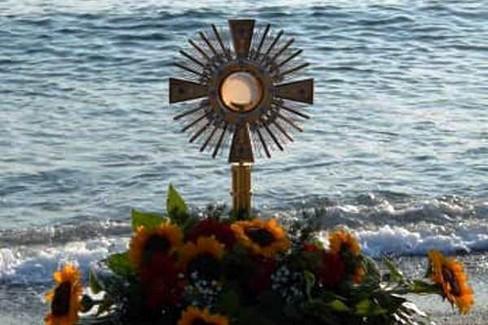 Il Santissimo in spiaggia